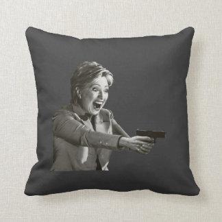Pistola de Hillary Almohada