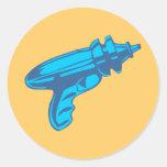 Pistola del laser del arma de rayo de la ciencia pegatina redonda