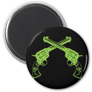 Pistolas retras verdes imán redondo 5 cm
