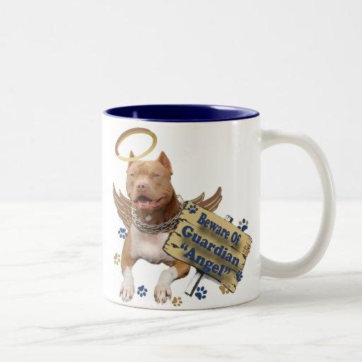 Pitbull se guarda de los regalos del ángel de guar tazas de café