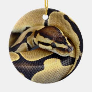 Pitón amarillo y negro 3 de la bola adorno navideño redondo de cerámica