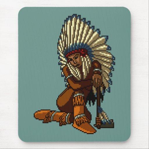 Pixel indio americano de la hacha de guerra de la  tapete de ratones