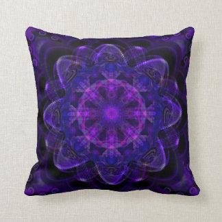 Pixel ULTRAVIOLETA púrpura oscuro del fractal espi Cojin