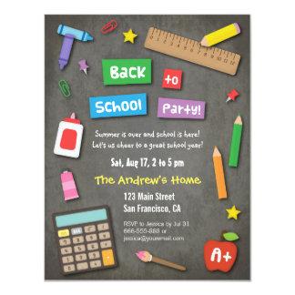 Pizarra colorida de nuevo al fiesta de la escuela comunicados personalizados