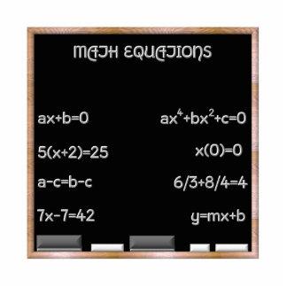 Pizarra con ecuaciones de la matemáticas escultura fotográfica