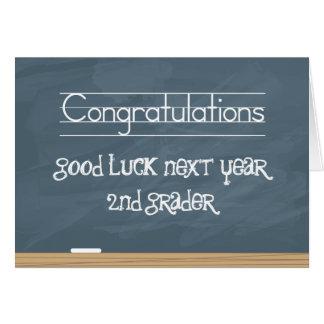 Pizarra de la buena suerte el próximo año con las  tarjeta de felicitación