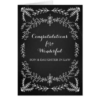Pizarra de la enhorabuena del hijo y de la nuera tarjeta de felicitación