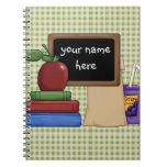 Pizarra y libros cuadernos