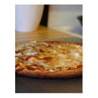 Pizza acabada postal