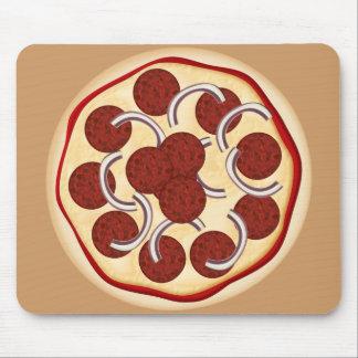 Pizza con los salchichones y las cebollas alfombrilla de ratón