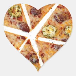 Pizza cortada de la tortilla pegatina en forma de corazón