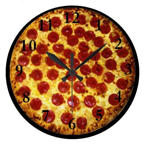 Pizza de salchichones relojes