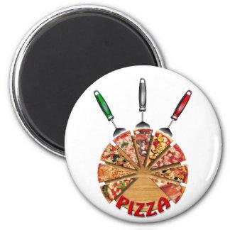 Pizza del imán en la tabla de cortar