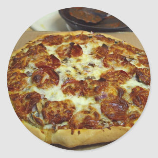 Pizza deliciosa pegatina redonda