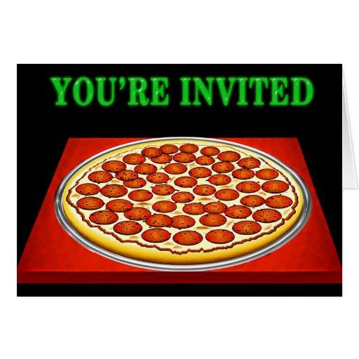 Pizza en la caja roja con las letras verdes tarjeta de felicitación