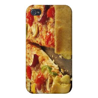 Pizza vegetal cortada en la cacerola negra en la m iPhone 4 carcasa