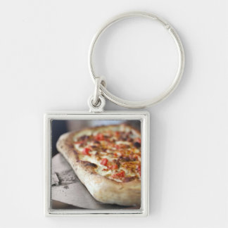 Pizza with tomatoes, garlic and meat substitute keychain