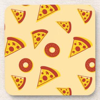 Pizza y anillos de espuma posavaso