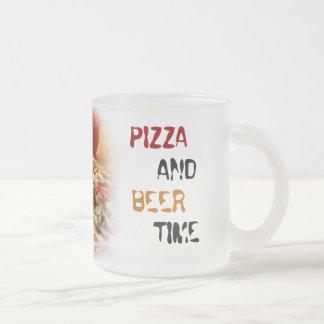 pizza y cerveza tazas de café