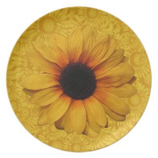 Placa amarilla hermosa de los girasoles plato