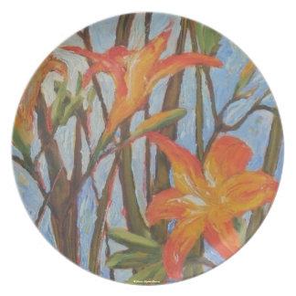 Placa anaranjada del lirio de día plato