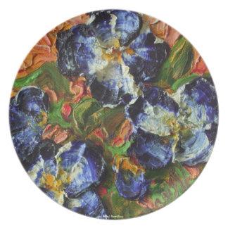 Placa azul del racimo de flor plato