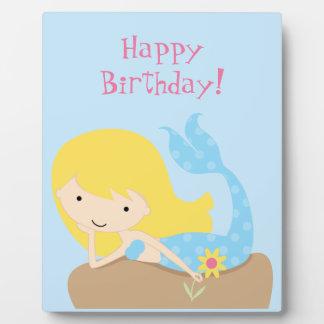 Placa azul linda del feliz cumpleaños de la sirena