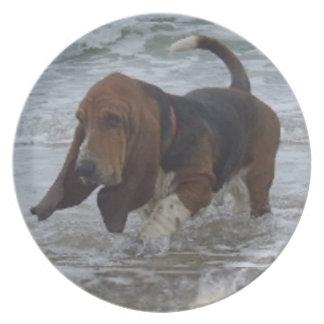Placa Basset Hound en el mar Plato De Cena
