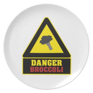 Placa blanca del fiesta del bróculi del peligro platos de comidas