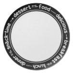 Placa blanco y negro del texto de la cena del almu plato