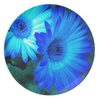 Placa brillante de la margarita azul platos