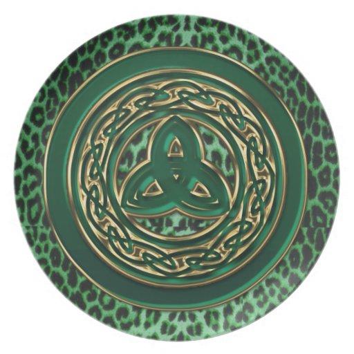 Placa céltica verde del estampado leopardo de platos para fiestas