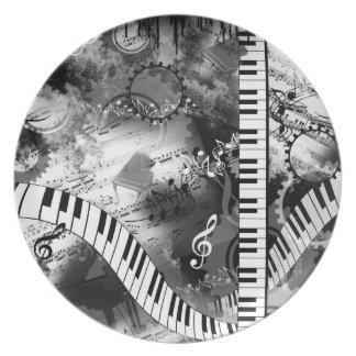 Placa clásica del gráfico de la música del piano plato