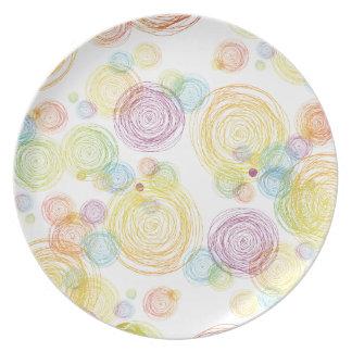 Placa colorida de los círculos platos de comidas