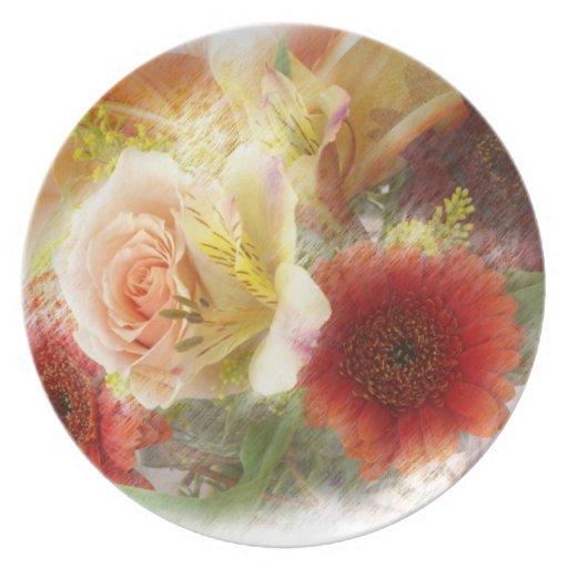 Placa con las flores suaves del naranja y del amar platos de comidas