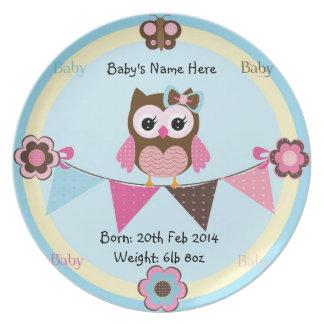 Placa conmemorativa del bebé con el búho platos para fiestas