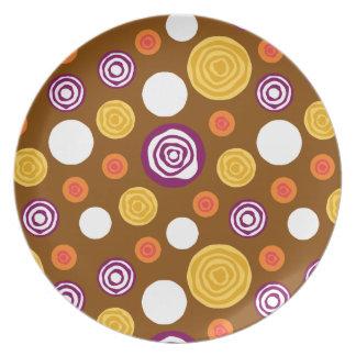 Placa cortada de los puntos plato de comida