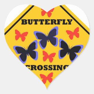 Placa de calle de la travesía de la mariposa pegatina en forma de corazón