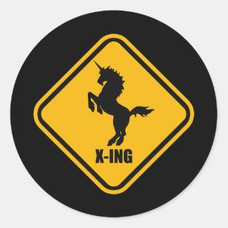Placa de calle de la travesía del unicornio etiqueta redonda