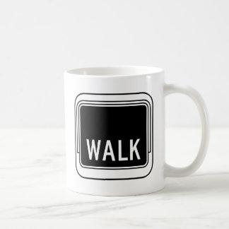 Placa de calle del paseo taza básica blanca