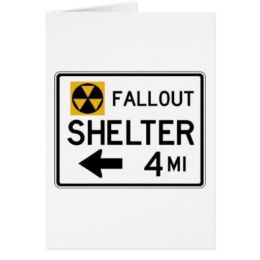 Placa de calle del refugio de polvillo radiactivo tarjeton
