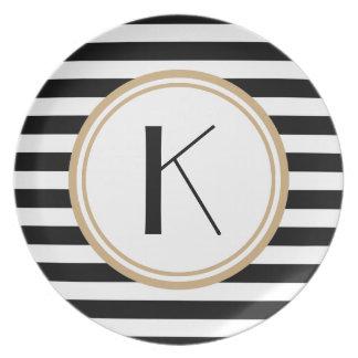 Placa de cena rayada negra y blanca del monograma plato para fiesta