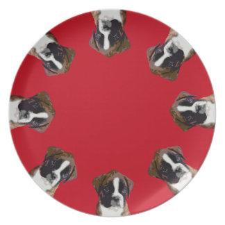 Placa de cena roja del perrito del boxeador plato de comida