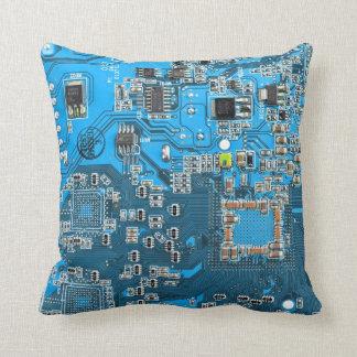 Placa de circuito del friki del ordenador - azul cojín decorativo