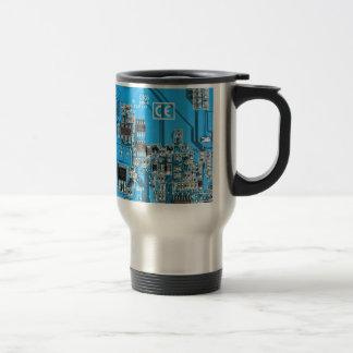 Placa de circuito del friki del ordenador - azul taza de viaje