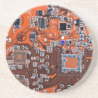 Placa de circuito del friki del ordenador - naranj posavaso para bebida
