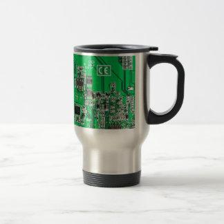 Placa de circuito del friki del ordenador - verde taza de viaje