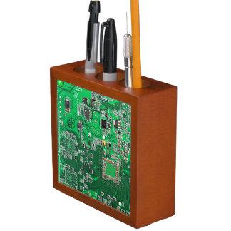 Placa de circuito verde del friki del ordenador portalápices