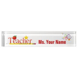 Placa de identificación del escritorio del educado