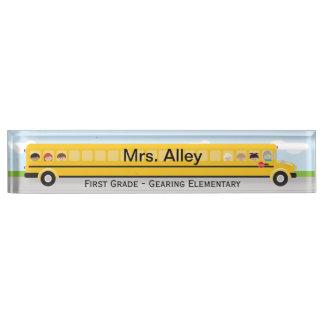 Placa de identificación del profesor del autobús e